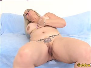behind the scenes with grannie Summer deepthroating and fucking