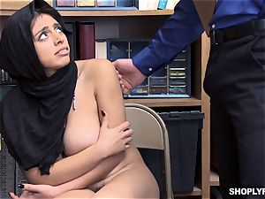 Ella Knox gets caught shoplifting and pays her debt with her mouth and cooch