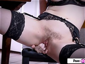 witness Jessica undress down and enjoyment her rosy twat
