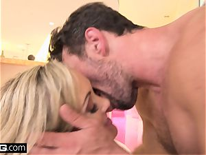 squirting Brandi enjoy likes having a jizz-shotgun in her gash
