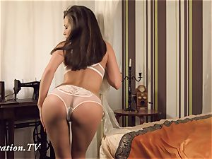 virgin Anna wanks in front of the camera
