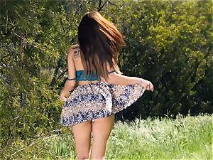 supah gorgeous Aidra Fox outdoor gash getting off