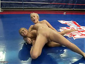 Linda Ray nude sitting on trampy babe's face