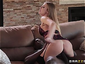 kinky Britney wastes no time in chatting and sticks it plums deep