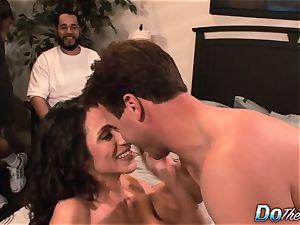 cheating wifey Ariella Ferrara pulverize dude