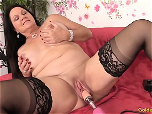 Mature Leylani penis drilled by a Machine