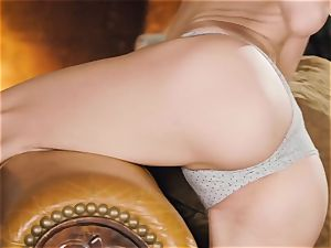 Jillian Janson plays with her fleshy wet muffhole