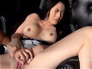 jummy Oriental greets thumbs in her wet slit