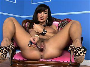 gorgeous Lisa Ann rams her dildo deep in her raw labia