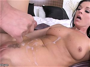 babe India Summers receives a sizzling splatter of fuck-stick sauce after banging wild