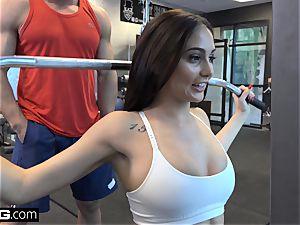 shag Confessions Ariana drills a random dude at the gym