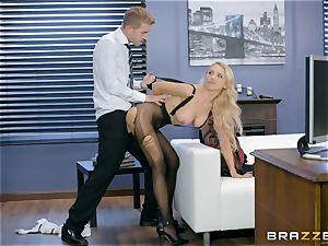 Alix Lynx pounded rock-hard in her labia