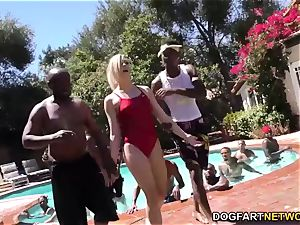 Swim instructor Dahlia Sky deepthroats many ebony knobs