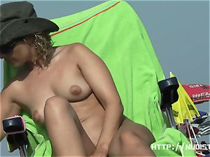 bare sizzling honies lovinТ a sunny day at the beach