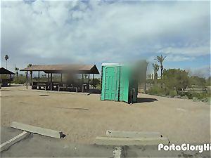 Porta Gloryhole ash-blonde milf sucking did in the desert