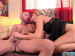 Spizoo - jaw-dropping Jessa Rhodes is pounded by a phat spunk-pump