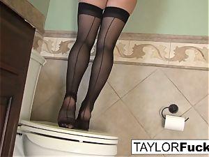 Taylor Vixen Looks additional molten In ebony pantyhose