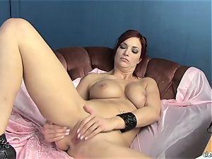 sensual Jayden Cole enjoys teasing her jiggly wet jewel