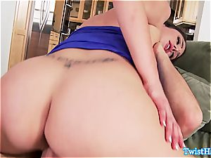 jiggish Anna Morna smashes him in the kitchen and gets a facial cumshot