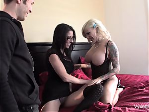Vyxen Steel shares a spunk-pump with Dava Foxx