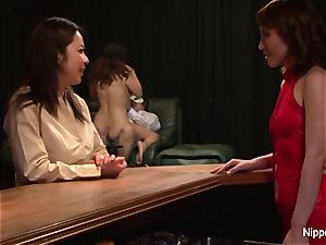 japanese cougar at the hook-up club gets frigged