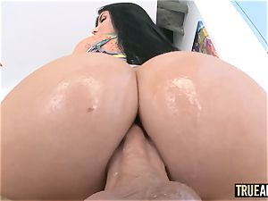 TRUE assfuck Working out Romi Rain's bouncy arse