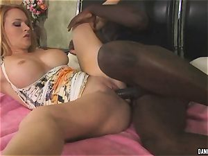 Krissy Lynn spreads her lips round this firm penis